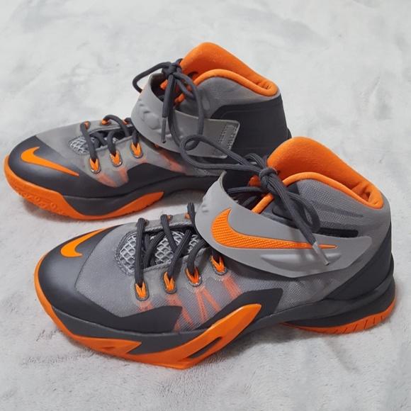 c814b68ebb6d Boys Nike LeBron James Soldier VII shoes. M 5a752704daa8f65732d81636